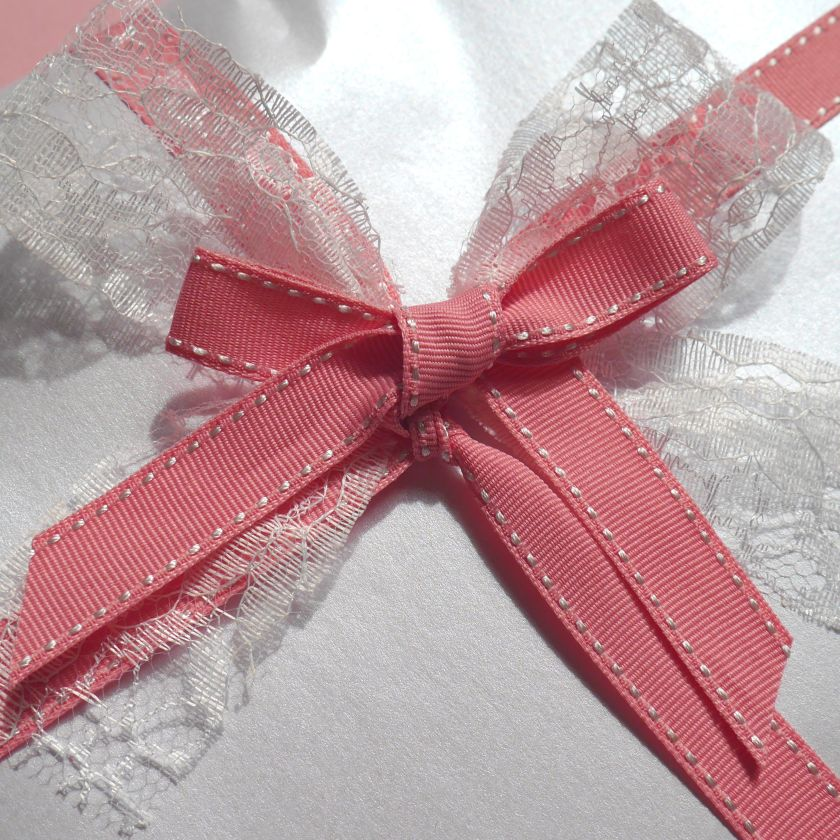 pink white bow closeup